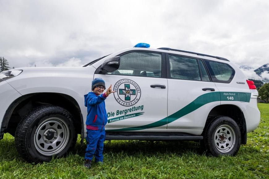 'Junger Patient aus Imst bekommt Hubschrauberflug mit Serienstars'-Bild-12