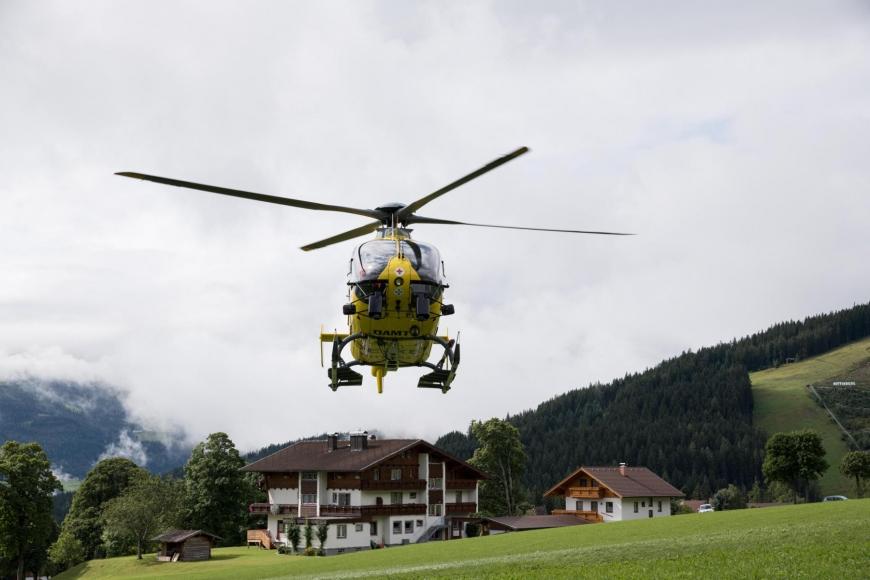 'Junger Patient aus Imst bekommt Hubschrauberflug mit Serienstars'-Bild-16