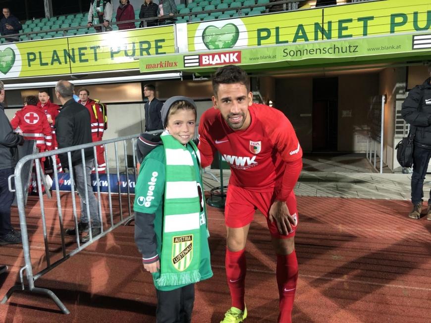 'Fans und Spieler der beiden Fussballclubs Austria Lustenau und FC Augsburg zeigten großes Herz'-Bild-6