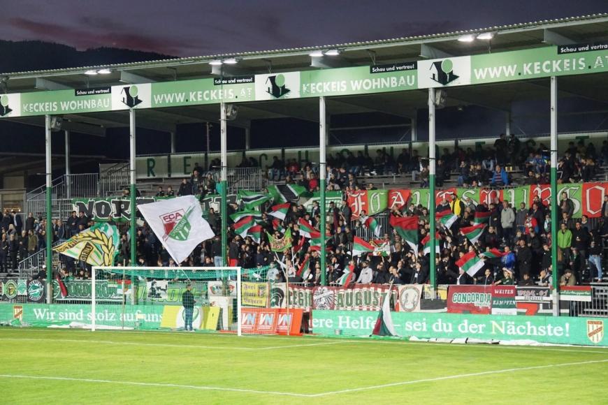 'Fans und Spieler der beiden Fussballclubs Austria Lustenau und FC Augsburg zeigten großes Herz'-Bild-7