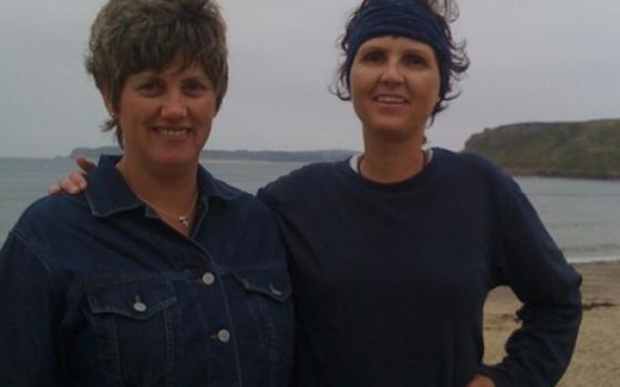 Doris (rechts) mit ihrer Lebensretterin aus England